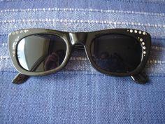 schwarze Sonnenbrille im Cateye Style Brille 50s 50er Jahre Katzenaugen Strass