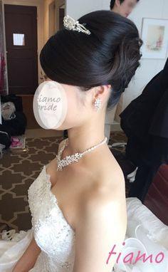 ノーブルな挙式アップからイメージチェンジ♡可愛い花嫁さまのホテル婚 の画像|大人可愛いブライダルヘアメイク 『tiamo』 の結婚カタログ Wedding Party Hair, Wedding Updo, Wedding Make Up, Bridal Hair, Wedding Dress, Evening Hairstyles, Party Hairstyles, Hair Arrange, Braided Hairstyles For Wedding