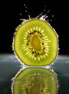 32 New Ideas For Photography Macro Fruit 32 neue Ideen für die Fotografie Macr… Macro Photography Tips, Fruit Photography, Reflection Photography, Photography Projects, Still Life Photography, Creative Photography, Shape Photography, Photography Backgrounds, Photo Fruit