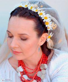 Cum să alegi o coafură de mireasă în stil tradițional Beads And Wire, Crochet Earrings, Floral, Fashion, Moda, Flowers, Fasion, Flower