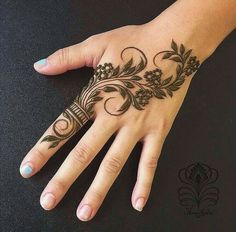 Searching for stylish mehndi designs for the party that look gorgeous? Stylish Mehndi Design is the best mehndi design for any func. Henna Hand Designs, Eid Mehndi Designs, Mehndi Designs Finger, Pretty Henna Designs, Khafif Mehndi Design, Latest Henna Designs, Henna Tattoo Designs Simple, Floral Henna Designs, Beginner Henna Designs