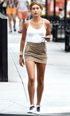 hailey baldwin saia blusa branca