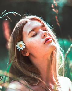 woman with white flower on ear photo – Free Blue mountains Image on Unsplash Hd Photos, Girl Photos, Mountain Images, Do Perfect, Stylish Photo Pose, Face Images, Model Poses Photography, Green Floral Dress, Beach Poses
