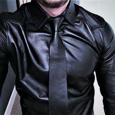 https://i.pinimg.com/736x/3d/82/18/3d8218b2147aa179a3a07a0072475640--leather-trousers-mens-leather.jpg