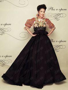 Tamara Heribanová v zaujímavých šatách na Plese v opere.