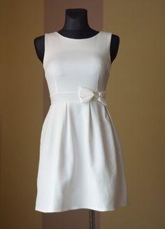 Kup mój przedmiot na #Vinted http://www.vinted.pl/kobiety/krotkie-sukienki/9845285-biala-sliczna-lekko-rozkloszowana-sukienka-z-kokardka-36-38