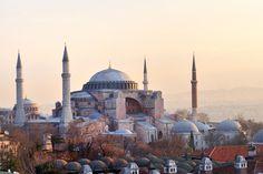 Vi är i Hagia Sofia i Istanbul, Turkiet, som är med på UNESCO-listan, och som är en uppvisning av artefakter från den ottomanska och bysantinska perioden.