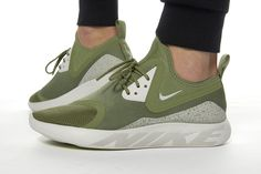 buy popular 6f295 ccafb Nike LunarCharge Essential - Palm Green   Volt - Light Bone