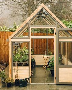 Workspace goals right?! Take a look inside the greenhouse that we borrowed from @cultivargreenhouses via the link in our profile