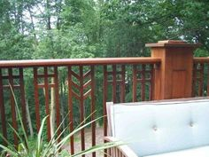 38 best Ideas for backyard deck railing craftsman style Outdoor Stair Railing, Front Porch Railings, Deck Railing Design, Wrought Iron Stair Railing, Deck Railings, Fence Design, Railing Ideas, How To Build Porch Railing, Porch Gate