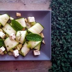 Salade courgette, pomme verte, menthe et feta Celery, Feta, Dairy, Cheese, Vegetables, Apple Mint, Vegetarian Cooking, Greedy People