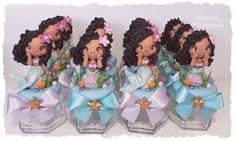 Potinhos de Vidro Sereia Personalizada  #biscuit #porcelanafria #coldporcelain #pastaflexibe #mdartesanato #sereia #sereiadebiscuit #sereiaparty #festasereia #festademenina #festadeluxo #facasuafesta #inspiresuafesta #mamaesfesteirasrj Princess Zelda, Disney Princess, Ariel, Baby Shower Gifts, Disney Characters, Diy, Mermaid Birthday, Toddler Boy Birthday, Mermaids