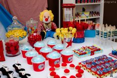 circus cake table