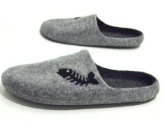 These are handmade felt mens indoor slippers with a raccoon face on top made from non-dyed natural Austrian Tirol mountain wool.  These can be worn indoors as slippers. Wool is wonderful for keeping the warmth. It has special ability to adapt to body temperature and heat it or maintain the proper temperature. Wool doesn`t irritate the skin and allows free movements. The soles of these felted slippers are coated with ecologic natural latex (liquid rubber), so that they are not slippery and…