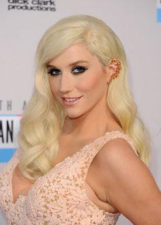 Ke$ha #makeup #style at the 2012 American Music Awards