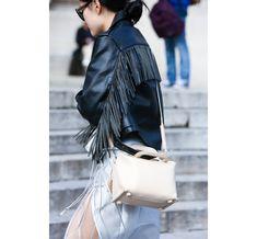 Street Looks à la Fashion Week printemps-été 2015 de New York, Londres, Milan et Paris http://www.vogue.fr/mode/street-looks/diaporama/street-looks-franges-a-la-fashion-week-printemps-ete-2015-de-new-york-londres-milan-et-paris/20706/image/1105508#!6