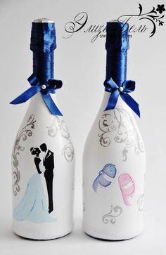 Recycled Glass Bottles, Glass Bottle Crafts, Painted Wine Bottles, Lighted Wine Bottles, Painted Wine Glasses, Bottle Lights, Bottle Art, Antique Bottles, Vintage Bottles
