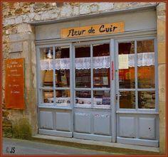 Atelier fleur de cuir - Villeneuve-en-Aveyron, Midi-Pyrenees