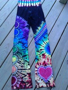 have never ever wanted something so badly How To Tie Dye, How To Dye Fabric, Hippie Style, My Style, Ty Dye, Tie Dye Party, Tie Dye Crafts, Tie Dye Techniques, Tie Dye Designs
