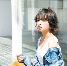 【乃木坂46】齋藤飛鳥がバッサリ髪を切りショートカットにwww | 乃木坂46まとめたままで Cute Japanese, Japanese Beauty, Japanese Girl, Asian Beauty, Cute Cafe, Asian Hair, Face Hair, Female Portrait, Girl Poses