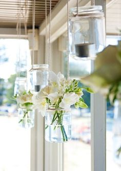 21 DIY Outdoor & Hanging Decor Ideas - Create a beautiful visual effect with this DIY Hanging Glass Jar Decor idea ♥ Hanging Mason Jars, Diy Hanging, Shabby Chic, Hanging Flowers, Floating Flowers, Idee Diy, Decorated Jars, Home And Deco, Modern Homes