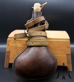 Leather flask l Leather Craft, Flask, Medieval, Handmade, Crafts, Leather Crafts, Hand Made, Manualidades, Mid Century