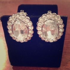 [⛄️] Sparkle Sparkle Earrings 🎉 HP - Top Trends Party 04/01/16 🎉 Never Worn | Excellent Condition | Clip On Style | All Gems Intact | Very Sparkly | Defiantly Make A Statement | 🚫Trades | Feel Free To Ask Questions 🙋| More 📷 Upon Request | Check Daily Deals For Price Reduction ❤| Jewelry Earrings