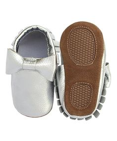 Silver baby moccasins, infant moccasins, Expressive Boutique, silver bow moccasins, skid proof moccasins, kids shoes, baby christmas shoes