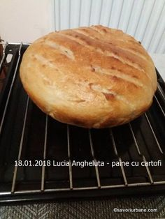 Paine cu cartofi coapta in oala reteta ardeleneasca. O paine taraneasca cu cartofi extrem de pufoasa, cu coaja subtire si crocanta, care nu se sfarma si Cooking Bread, Brunch, Food And Drink, Potatoes, Tasty, Vegan, Dinner, Romanian Food, Healthy Food
