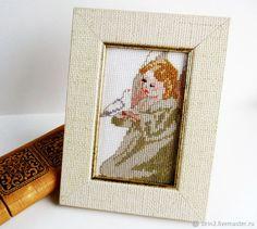 Купить Вышитая картина Ребенок и голубь небольшая в деревянной раме светлая в интернет магазине на Ярмарке Мастеров