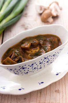 Saus voor bij biefstuk: Madeira-champignonsaus. Eenvoudig maar lekker recept!