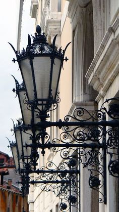 Lanterns in Venice - Veneto, Italy Beautiful Streets, Beautiful Places, Beautiful Lights, Vila Medieval, Italian Street, Lantern Lamp, Antique Lamps, Street Lamp, Will Turner