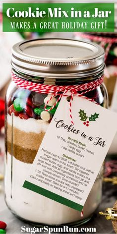 How to make an adorable homemade gift for friends and family! This cookie mix in a jar makes one batch of homemade cookies. Recipe includes a free printable to make cute gift tag instructions! Mason Jar Cookie Recipes, Cookie Mix Jar, Mason Jar Cookies, Mason Jar Meals, Meals In A Jar, Jar Recipes, Chocolate Chip Cookie In A Jar Recipe Tag, M&m Cookies In A Jar Recipe, Sugar Cookie In A Jar Recipe