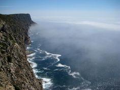 Falésias do Cabo, Sesimbra. Photo Câmara de Sesimbra.   Accomodations: http://www.feriasemportugal.pt/en/lodgings/key-sesimbra/