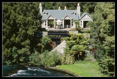 Huka Lodge luxurious hideaway on Waikato River Taupo exclusive owners cottage Lake Taupo New Zealand, Huka Lodge, Lodge Style, Top Hotels, Beautiful Places, Farmhouse, Exterior, Mansions, Architecture