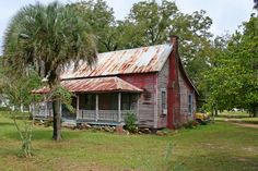 Perfect little Florida Cracker House, photo by Black. Vintage Florida, Old Florida, Florida Home, Florida Girl, Florida Style, Old Country Houses, Old Farm Houses, Country Farm, Country Stores