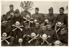 Asche. WW1, American soldiers posing with bones from the battlefield