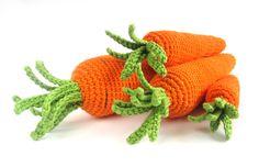 gehäkelte Möhren - als unverderbliche Ware für den Kaufmannsladen oder als Spielzeug fürs Haustier