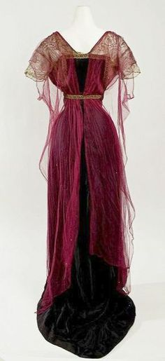I completely adore the rich burgundy hue of this elegant #Edwardian evening gown 1912-1914.