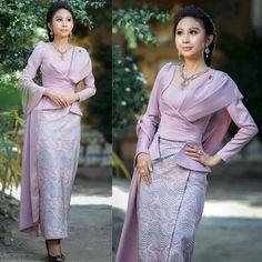 Myanmar Traditional Dress, Thai Traditional Dress, Skirt Fashion, Fashion Dresses, Myanmar Dress Design, Blouse Designs Silk, Smart Dress, Kebaya, Fashion Sewing
