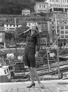 FESTIVAL INTERNACIONAL DE CINE DE SAN SEBASTIÁN: San Sebastián (Guipúzcoa), Junio 1967.- La actriz española, Laura Valenzuela posa para los fotógrafos en el Puerto de San Sebastián, durante uno de los descanso de las proyecciones del XV Festival Internacional de Cine de la ciudad, al que ha acudido como invitada. Efe/Félix Gómez/ig Para obtener lafototeca.com Image : efespseven354023