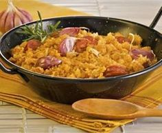 Migas Extremenas: Extremadura dish of shredded bread fried with sausage, bacon and garlic. Tapas, Spanish Dishes, Mexican Food Recipes, Ethnic Recipes, Mediterranean Recipes, Lunches And Dinners, Main Meals, Food Inspiration, Food To Make