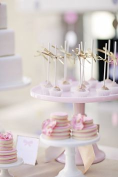 gorgeous pink cake pops with gold accents...