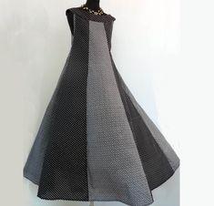 Robe longue à pans sans manche en coton imprimé noir et blanc Skirts, Clothes, Fashion, Pies, Printed Cotton, Black N White, Sleeve, Dress Shirt, Accessories