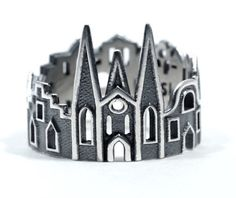 Um den Finger gewickelt: Skyline-Ringe von Ola Shekhtman