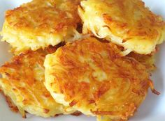 These crispy cheesy hash browns are the direct result of a couple of factors: I couldn't be bothered going grocery shopping. My mum has been feeling unwell so I wanted to make her something s… Chicken Hashbrown Casserole, Cheesy Hashbrowns, Breakfast Casserole Muffins, Breakfast Recipes, Breakfast Ideas, Brunch Recipes, Dinner Recipes, Breakfast Potatoes, Leftovers Recipes