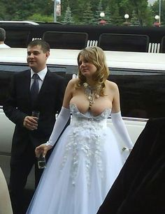 The top 20 worst wedding photos I could find here for your enjoyment and to pray that your wedding isn't here. Wedding Dress Fails, Funny Wedding Dresses, Worst Prom Dresses, Weird Wedding Dress, Unusual Wedding Dresses, Bad Dresses, Ugly Dresses, Unconventional Wedding Dress, Colored Wedding Dresses