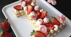 se do dortu hodil i citronový krém (lemon curd) Baby Girl Birthday Cake, Birthday Cake Writing, 18th Birthday Cake, Number Cakes, Cake & Co, Cupcake Cakes, Cupcakes, Pavlova, How Sweet Eats