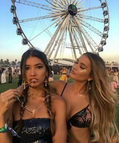 Vanessa hudgens boho chic style/cute pictures/steal her style. Bff Pictures, Best Friend Pictures, Friend Photos, Videos Instagram, Photo Instagram, Mimi Perkins, Selfies, Music Festival Outfits, Festival Fashion