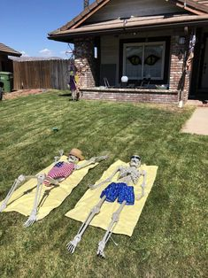 I move my skeletons around each week. This week they are basking in the SoCal sun. Though I think they may be misunderstanding the concept of tanning Casa Halloween, Halloween Outside, Halloween Skeletons, Outdoor Halloween, Halloween 2020, Holidays Halloween, Funny Halloween, Creepy Halloween Decorations, Halloween Party Decor